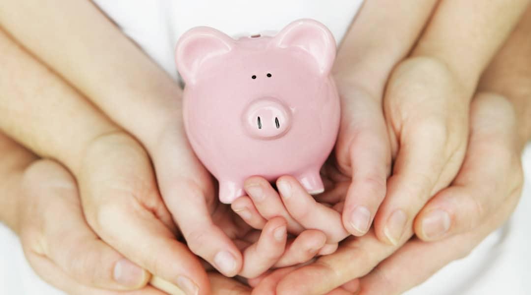 """La donation permet de transmettre à titre gratuit, de son vivant, tout ou partie de son patrimoine. Pourquoi donner et comment ? """"Donner et retenir ne vaut"""". En donnant, le donateur se dessaisit irrévocablement de la chose donnée au profit du donataire. La volonté de donner s'inscrit souvent dans un souci d'organisation patrimoniale, d'anticipation dans […]"""