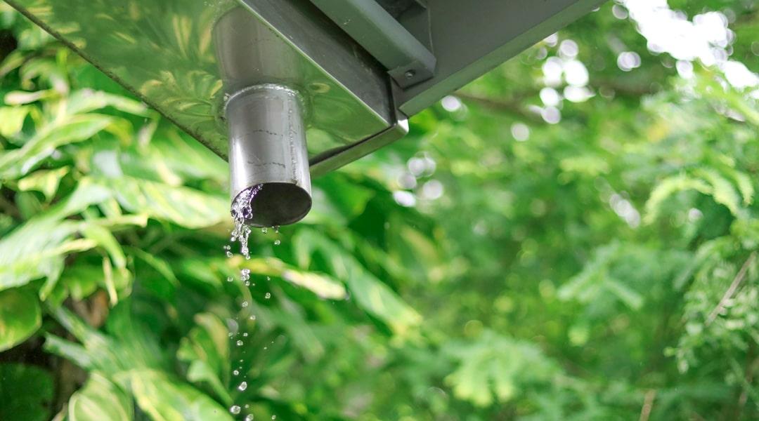 Jusqu'à quel point doit-on recevoir les eaux de pluie de son voisin ?