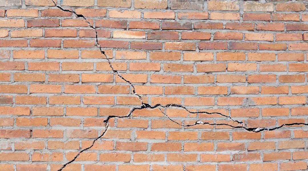 Fissuration des immeubles : que faire et comment faire ?